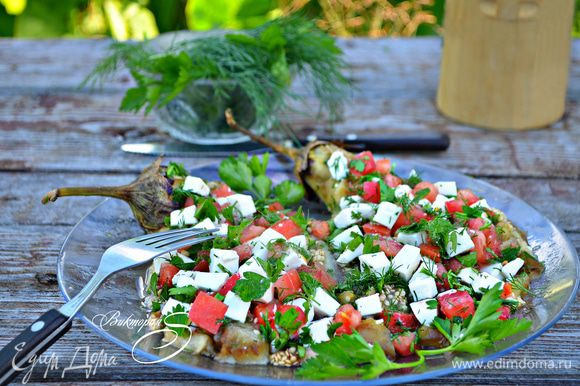 В завершение полейте сверху немножко оливковым маслом и по желанию - бальзамиком. Приятного вам аппетита!