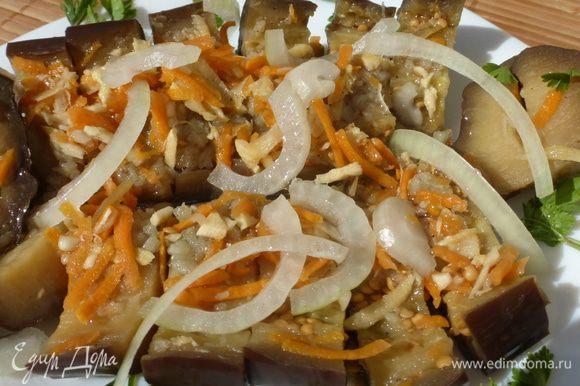 Зимой достаем баклажаны, разрезаем, посыпаем резаным луком, сбрызгиваем подсолнечным маслом. С картошечкой (и не только) очень вкусно!