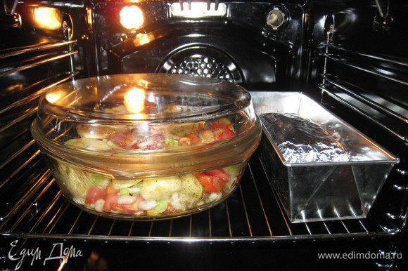 Это ароматное мяско идеально подошло к печеному картофелю с овощами, которое готовилось параллельно. Они хорошо смотрелись рядышком!