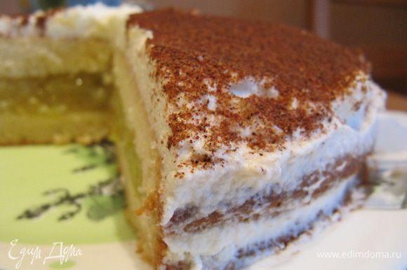 За ночь торт-пирог пропитается яблочной начинкой, а крем сверху полностью застынет.
