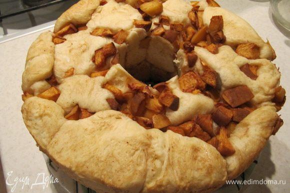Готовому хлебу дать остыть прямо в форме около 1 часа. Затем аккуратно извлечь из формы.