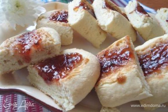 Угощайтесь! Когда у меня остается больше белков, делаю багеты от Ирины http://www.edimdoma.ru/retsepty/69059-baget-na-belkah. Семье очень нравятся. Спасибо, Ирина.
