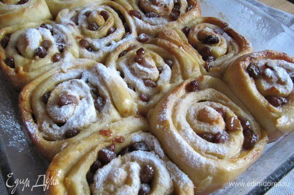 Перед подачей присыпать булочки сахарной пудрой.