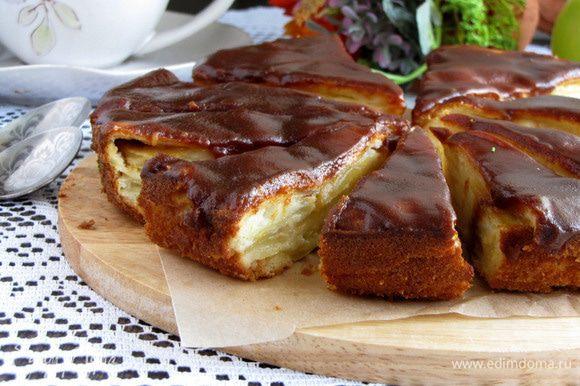 Карамельный грушево-яблочный пирог готов! Разрезаем и пробуем. Угощаем близких и друзей ))) Приятного аппетита!