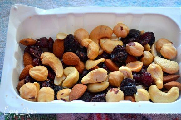 Используем для приготовления смузи ореховую смесь - миндаль, кешью, фундук