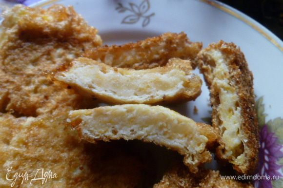 Вафли в сухарях более хрустящие, без сухарей - более мягкие. Оба варианта очень вкусно и сытно. Приятного аппетита!