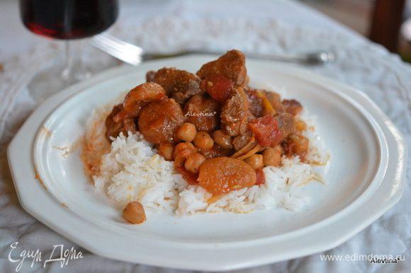 Подаем с готовым гарниром как кус кус или рис, полить соусом. Украсим зеленью как кинза по желанию. Приятного аппетита.