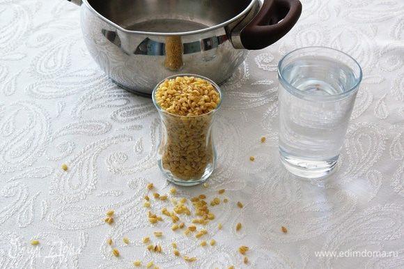 Подготовить ингредиенты. Стакан для воды — 200 мл.