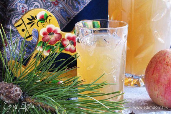 Горячий напиток процедить, разлить по кружкам или стаканам и наслаждаться. Приятного аппетита! Пусть вам будет тепло и уютно!