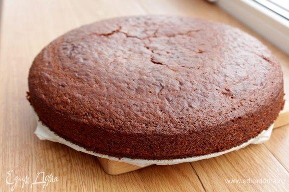 Пирог остудить (после выпечки пирог приобретает благородный шоколадный оттенок).