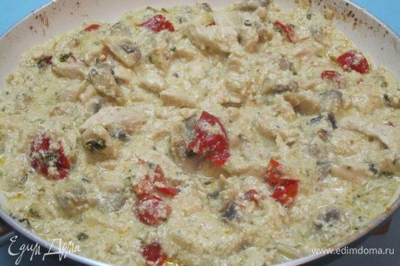 Тушить 5-10 минут до загустения соуса.