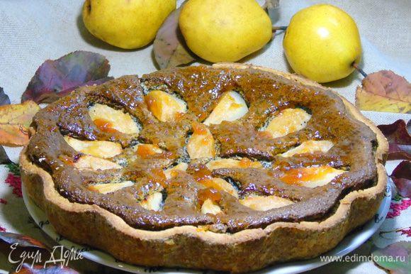 Горячий пирог смазываем нагретым абрикосовым джемом и даем остыть. Разрезаем и угощаемся!!! Приятного чаепития!!!