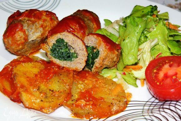 Подавать к столу немедленно с овощным салатом или зеленью. Приятного аппетита!