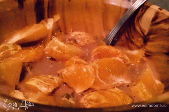 Теперь берем нарезанные фрукты и добавляем к овсянке. Желательно размешать, чтоб овсянка впитала еще и сок фруктов. И оставляем настояться минут 5, если есть желание.