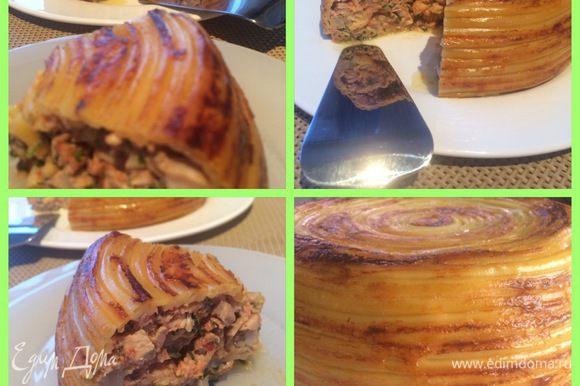 Когда пирог остывает его легче резать и форму держит лучше, но удержаться сложно, хочется с пылу с жару.