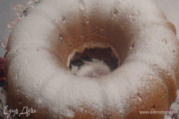 Готовый кекс можно присыпать сахарной пудрой.