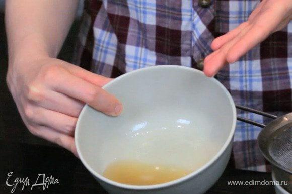 Слить жидкость с нута. Жидкость по объему будет равна приблизительно одному белку.