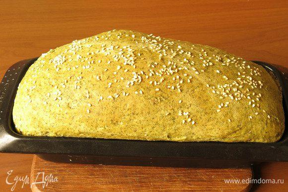 Выпекаем при 180°C 50 минут. Разрезала хлеб теплым, интересно было посмотреть. Приятного аппетита!
