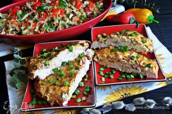 Подавала я его вот к этому блюду из курочки: http://www.edimdoma.ru/retsepty/80184-file-pod-smetanoy-s-lukom