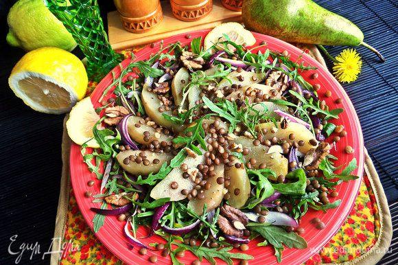 Также рекомендую попробовать салатик от ВикиS. Он с необычным сочетанием и вкусом, этим и привлек меня! Было вкусно))) http://www.edimdoma.ru/retsepty/79979-salat-s-rukoloy-chechevitsey-i-karamelizirovannoy-grushey