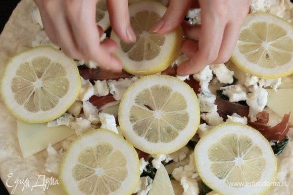 Сверху ломтики лимона.