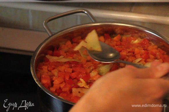 В процессе приготовления можно аккуратно перемешать рагу и попробовать бульончик на соль.