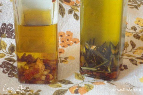 Запекаем в духовке 20 минут. Затем посыпаем оливками и сбрызгиваем оливковым маслом. Я обычно делаю это одним из ароматизированных масел — с чесноком и острым перцем или с перцем и розмарином. С базиликом еще не настоялось. И запекаем еще 10 минут. При подаче желающие могут еще свой кусочек сбрызнуть любимым маслом — пирог им, точно, не испортите!