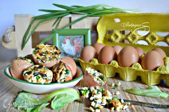Подавайте фаршированные яйца в качестве закуски. Приятного вам аппетита!
