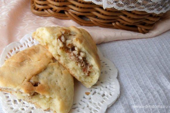 Приятного чаепития! Получилось рассыпчатое печенье с хрустящей начинкой и нежным ароматом корицы!