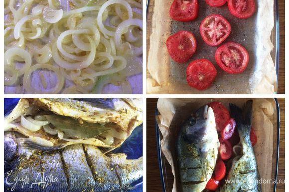 Пока солится наша рыба, чистим лук и нарезаем колечками. На сковороде разогреваем 2 ст.л. оливкового масла и обжариваем на нем лук до золотистого цвета. Подготовим форму, в которой будем выпекать рыбу (у меня стеклянная). Застелить пекарской бумагой и смазать оливковым маслом. На дно формы укладываем порезанные пластинами помидоры. Немного их посолить и поперчить. Жаренным луком наполняем наши рыбки и в каждую кладем по 1 лавровому листику. Укладываем рыбу на помидоры. Чеснок мелко натереть/раздавить и смазать шкурку рыбок. Сверху сбрызгиваем оливковым маслом. Между рыбками укладываем еще дольки помидора.