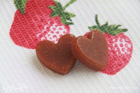 Леденцы из моего детства... Кто в советском детстве не варил такие? Мы наливали жженый сахар в формы для выпечки орешков. А вы?