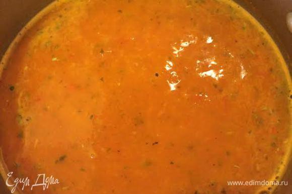 Взбить суп блендером. Добавить вареный булгур, орегано, соль и перец, дать покипеть 1 минуту и снять с огня.