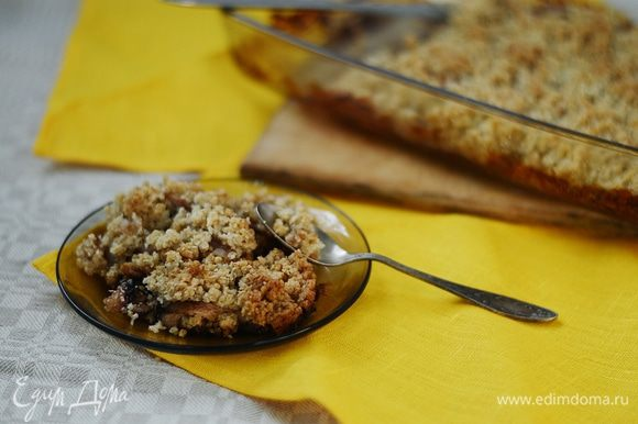 Подавать лучше теплым с шариком ванильного мороженого или со сливками. Но можно и холодным. Это еще один яблочный десерт, который хорош в любом виде. Приятного аппетита!