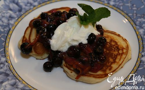 Рецепт Сладкие блинчики с ягодами и йогуртом