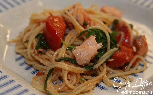 Рецепт Спагетти с семгой, руколой и помидорами
