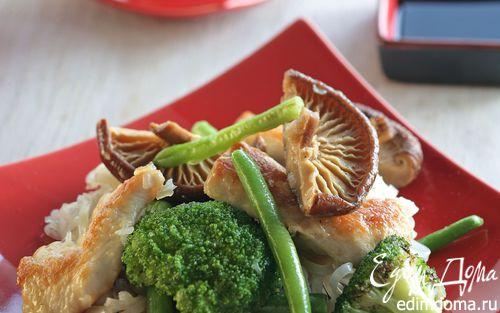 Рецепт Курица с жареной лапшой и грибами