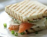 Сэндвичи с семгой и сливочным сыром