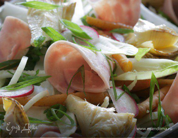 Салат из весенних овощей с ветчиной, перепелиными яйцами и домашним майонезом
