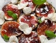 Салат из инжира с моцареллой