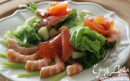 Рецепт Салат с креветками, дыней и красной икрой