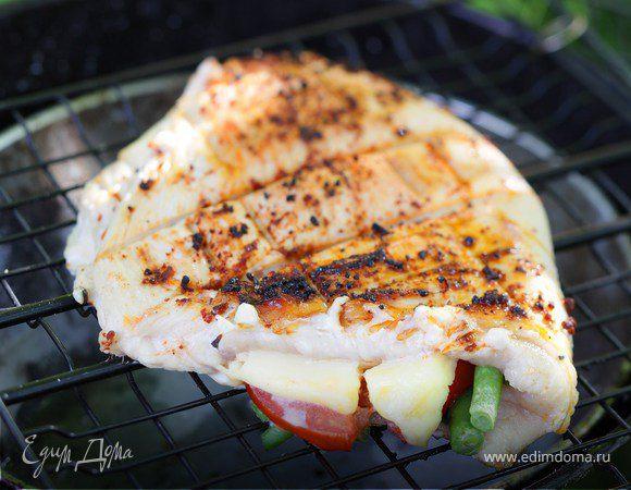 Филе индейки запеченное с зеленой фасолью, помидор