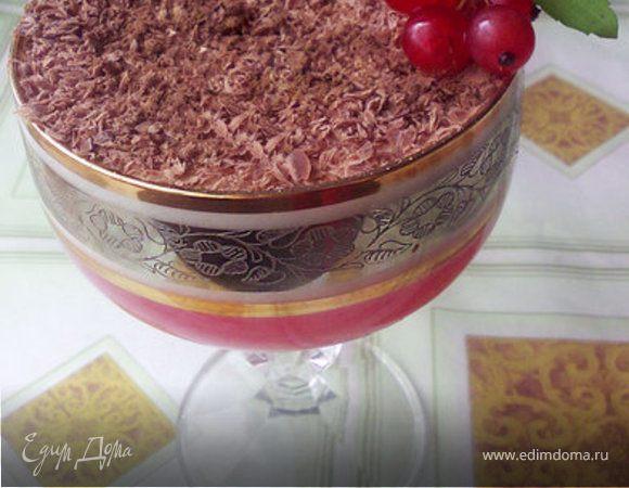 Десерт из красной смородины и сливок