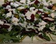 Салат из запеченной свеклы, спаржи и брюссельской капусты