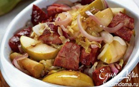 Рецепт Тушеная капуста с яблоками и колбасками