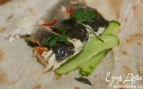 Рецепт Пряный сибас в лаваше с огурцом и зеленью
