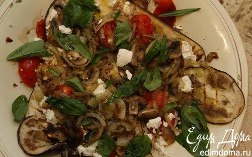 Рецепт Салат с шампиньонами, козьим сыром и баклажаном