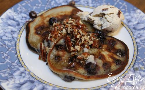 Рецепт Сметанные оладьи с голубикой и ореховым сиропом