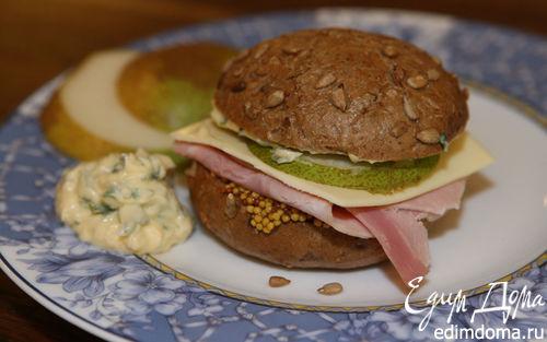 Рецепт Бутерброд с ветчиной, сыром и грушей