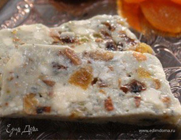 Голубой сыр с сухофруктами