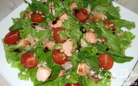 Рецепт Салат с семгой и кедровыми орешками